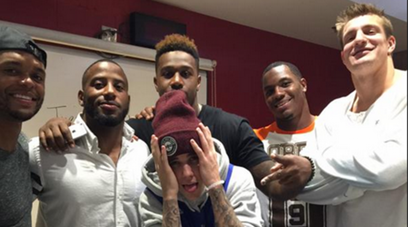 Curse of Justin Bieber? Pop star visits with Patriots, Clippers