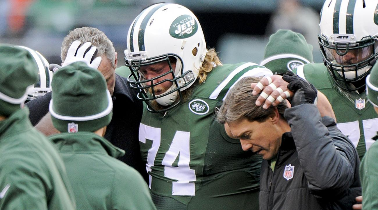 Jets C Nick Mangold leaves game early with ankle injury