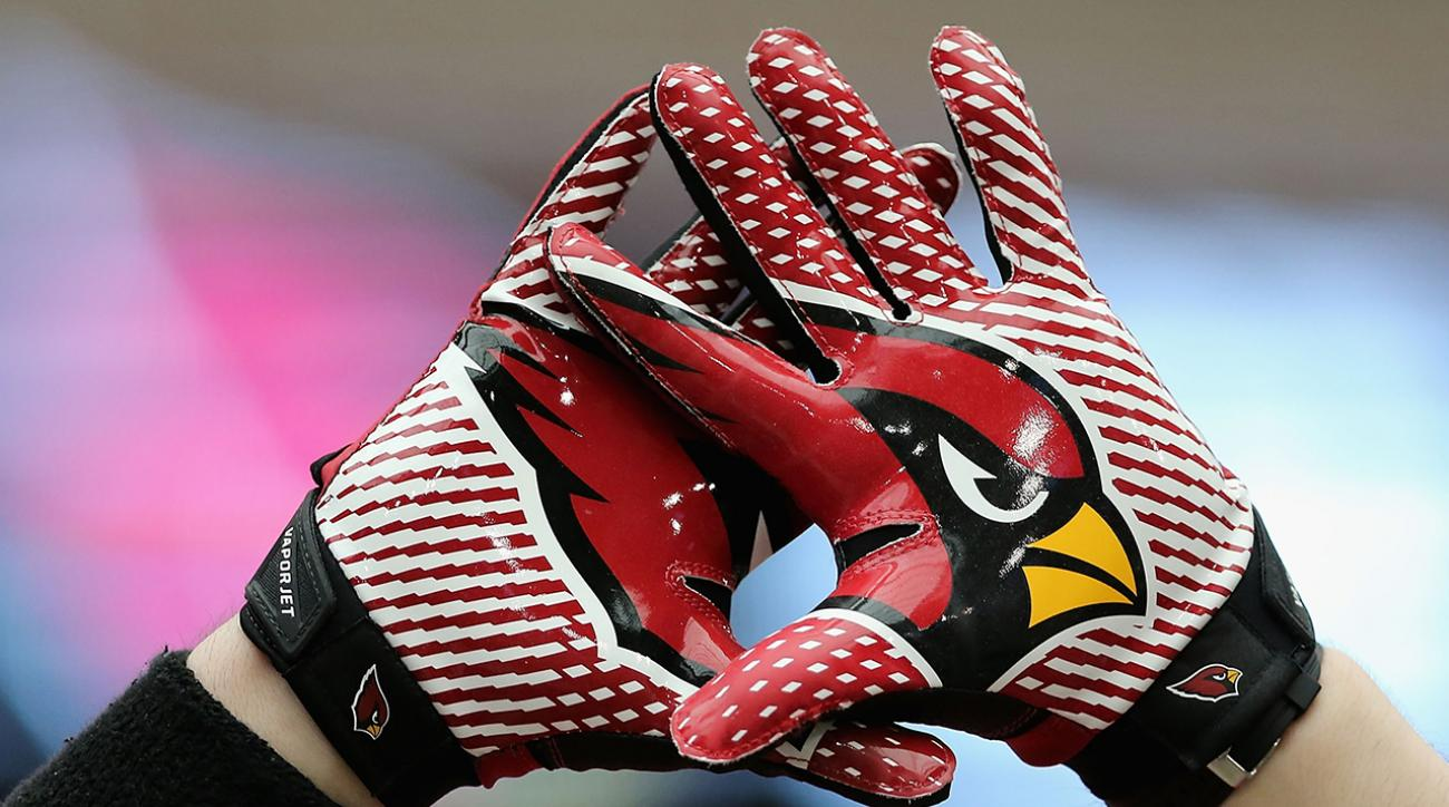 Arizona Cardinals call out 'clowns' on Twitter