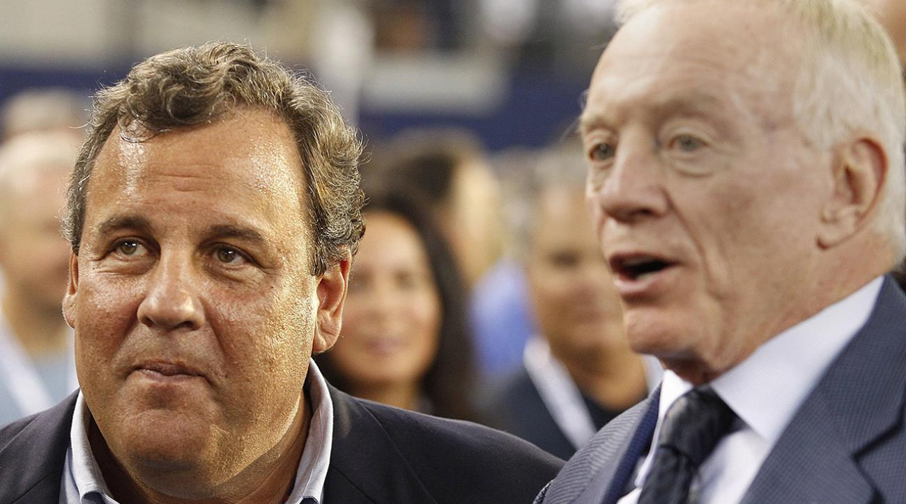 Chris Christie celebrates Cowboys win with Jerry Jones