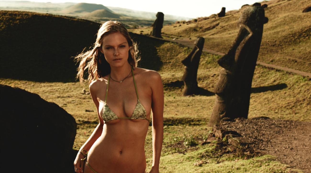 Jessica Perez in Easter Island (image)
