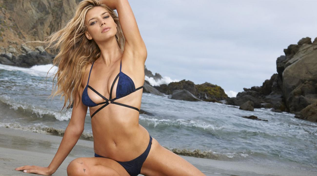 Kelly Rohrbach 2015 SI Swimsuit Rookie Of The Year Answers Rapid Fire Questions (image)