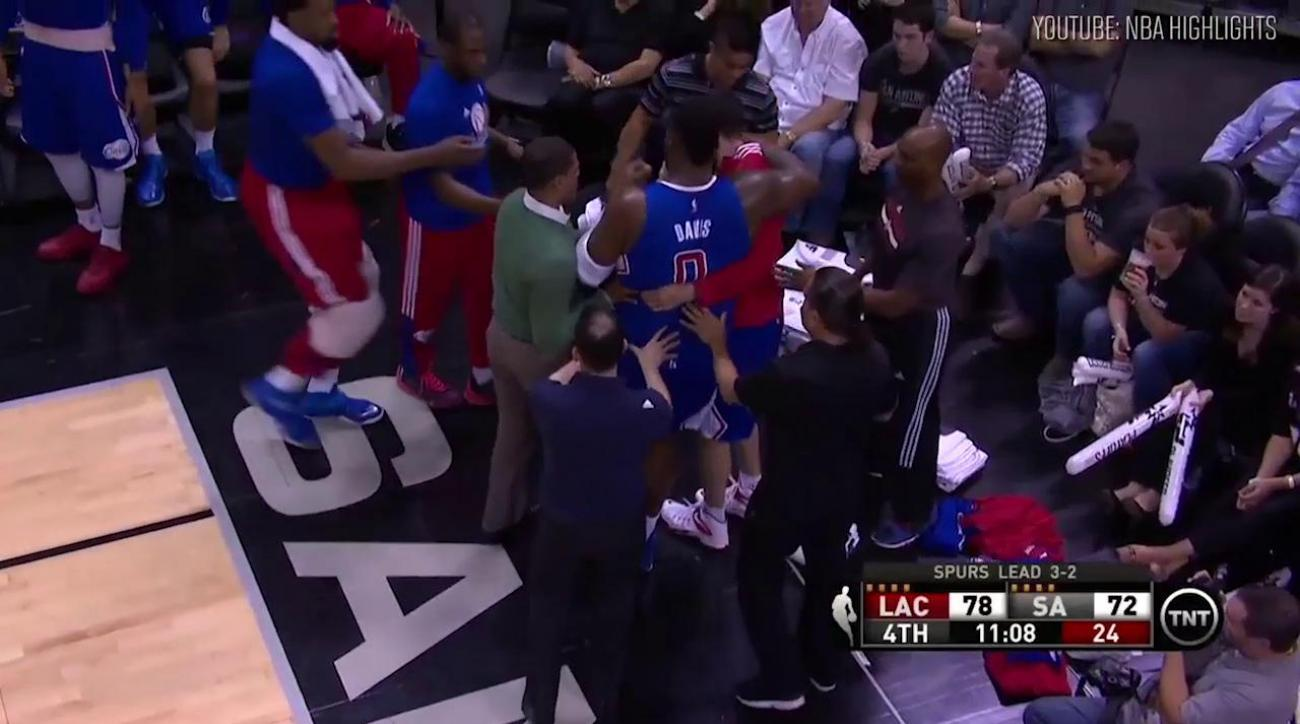 Clippers forward Glen Davis suffers sprained left ankle against Spurs