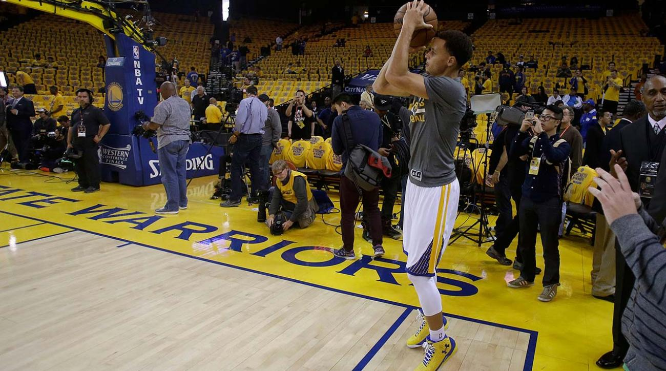Warriors' Stephen Curry hits pregame shot from tunnel before Game 2