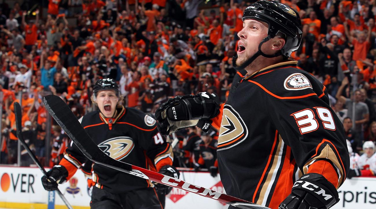 Anaheim Ducks beat Chicago Blackhawks 45 seconds into overtime