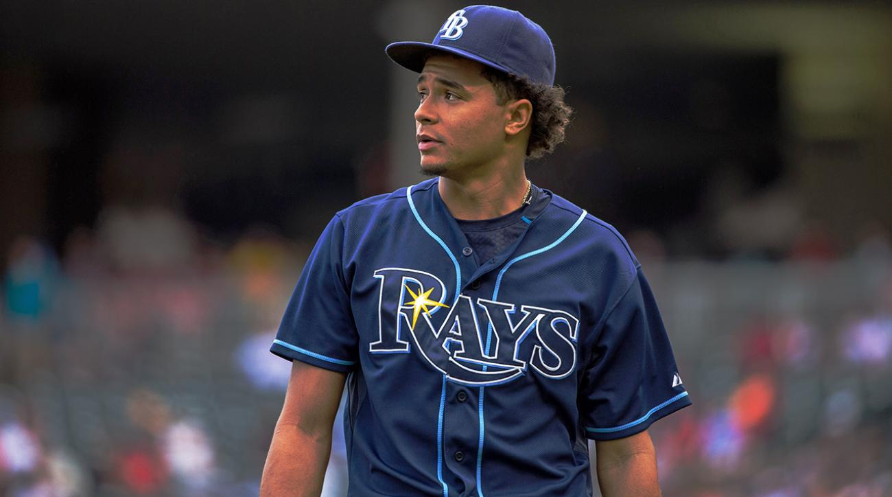 fan-blows-kiss-chris-archer-rays