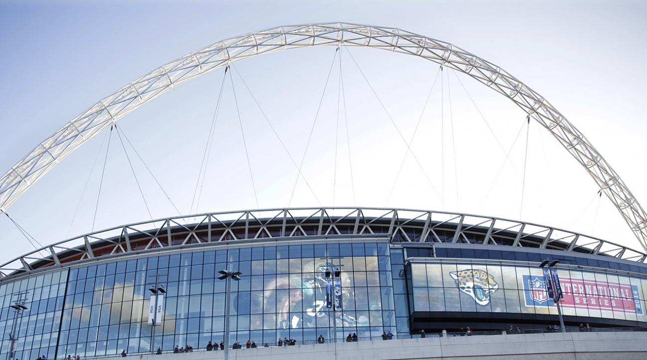 Watch: Daredevil climbs Wembley Stadium arch