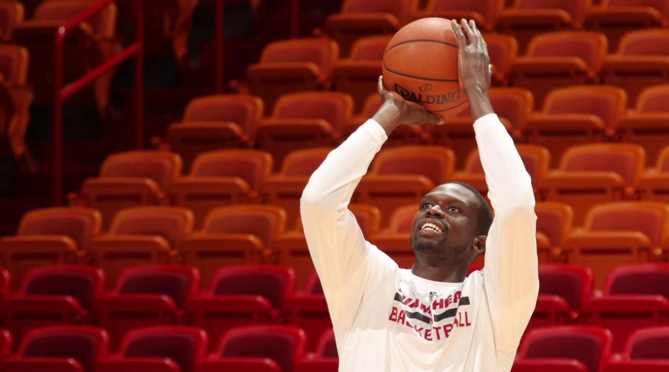 Luol Deng decides not to opt out, will stay with the Miami Heat IMAGE