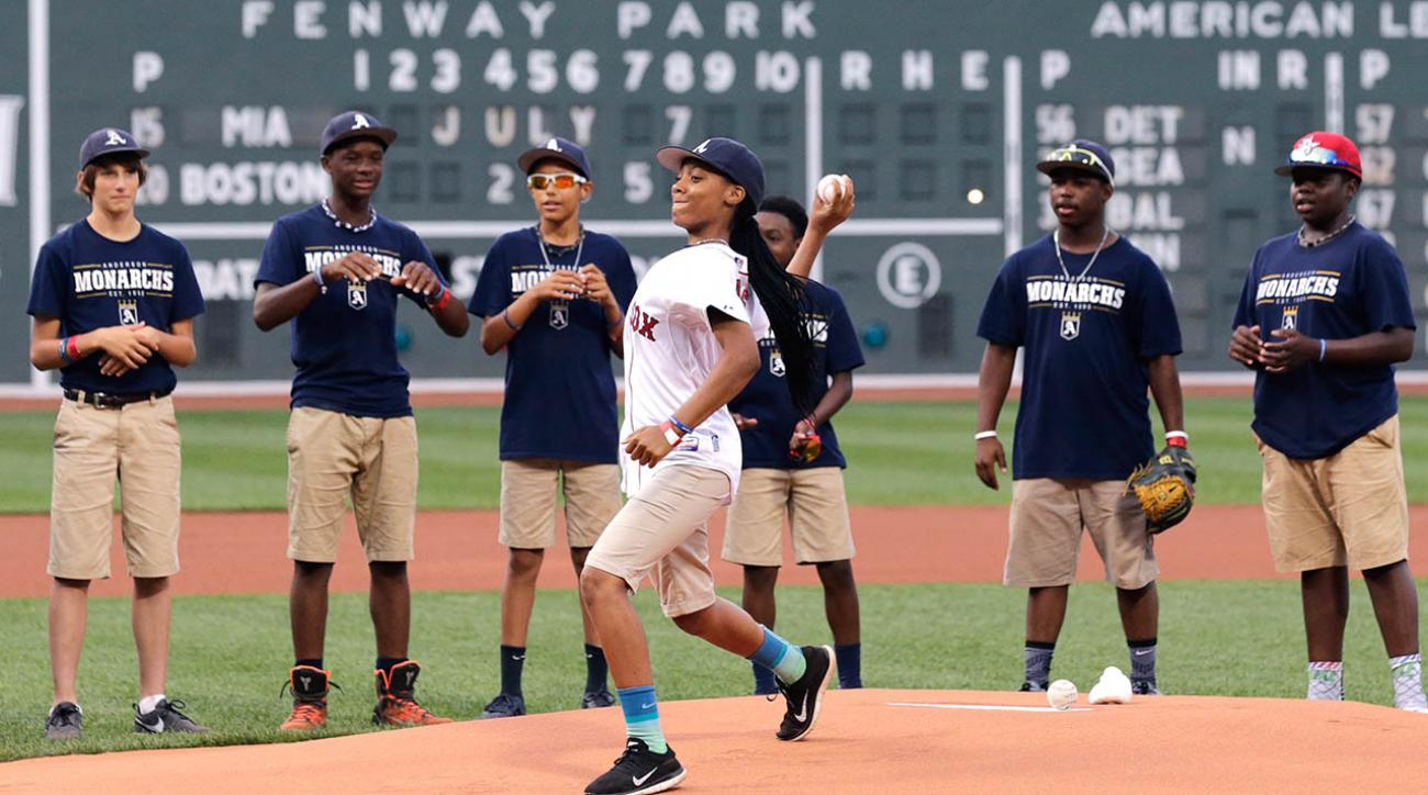 Mo'ne Davis throws out first pitch at Red Sox game