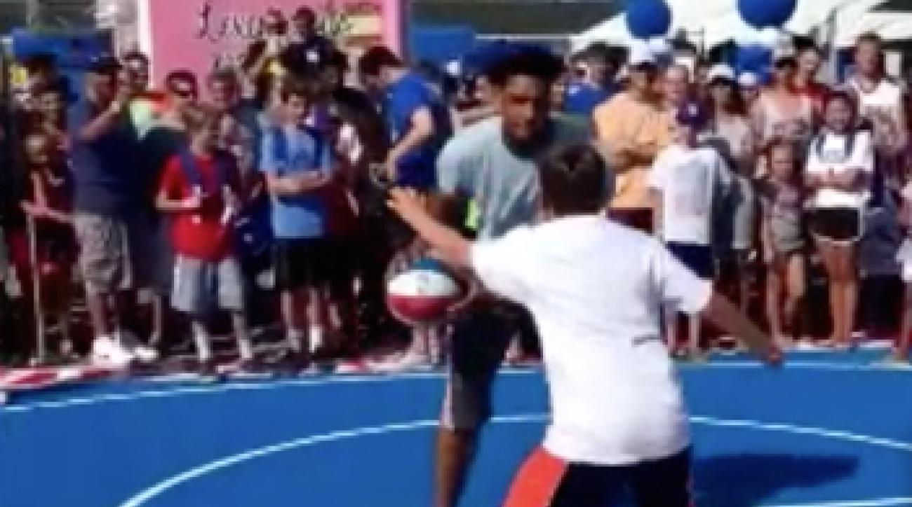 philadelphia-76ers-jahlil-okafor-hoops-with-kids
