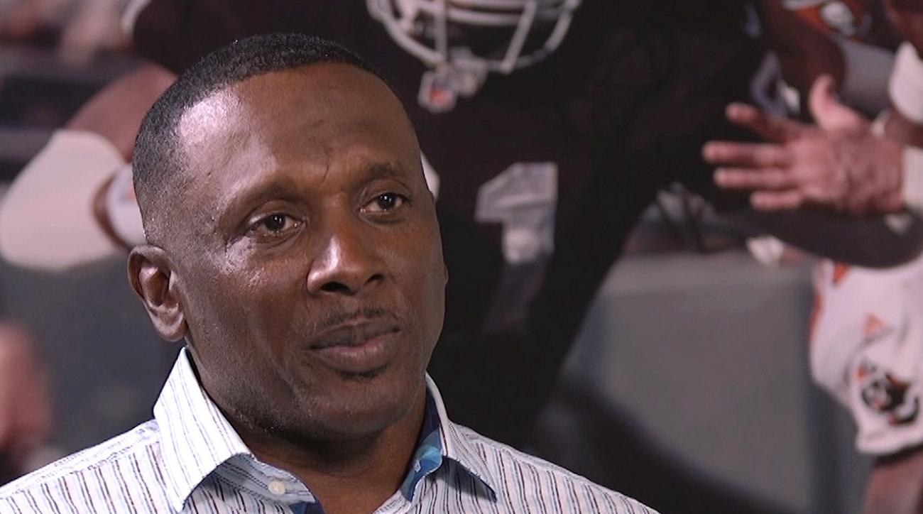 2015 nfl hall of fame class, tim brown, NFL Pro Football Hall of Fame, nfl hall of fame, Los Angeles/Oakland Raiders, tampa bay buccaneers, NFL Wide-reciever Tim Brown, Tim Brown wide-reciever