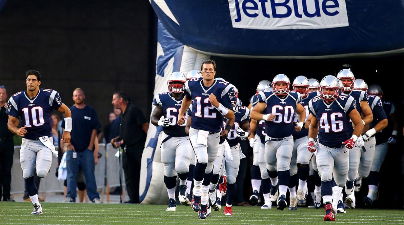 Tom Brady plays two series in preseason game against Green Bay