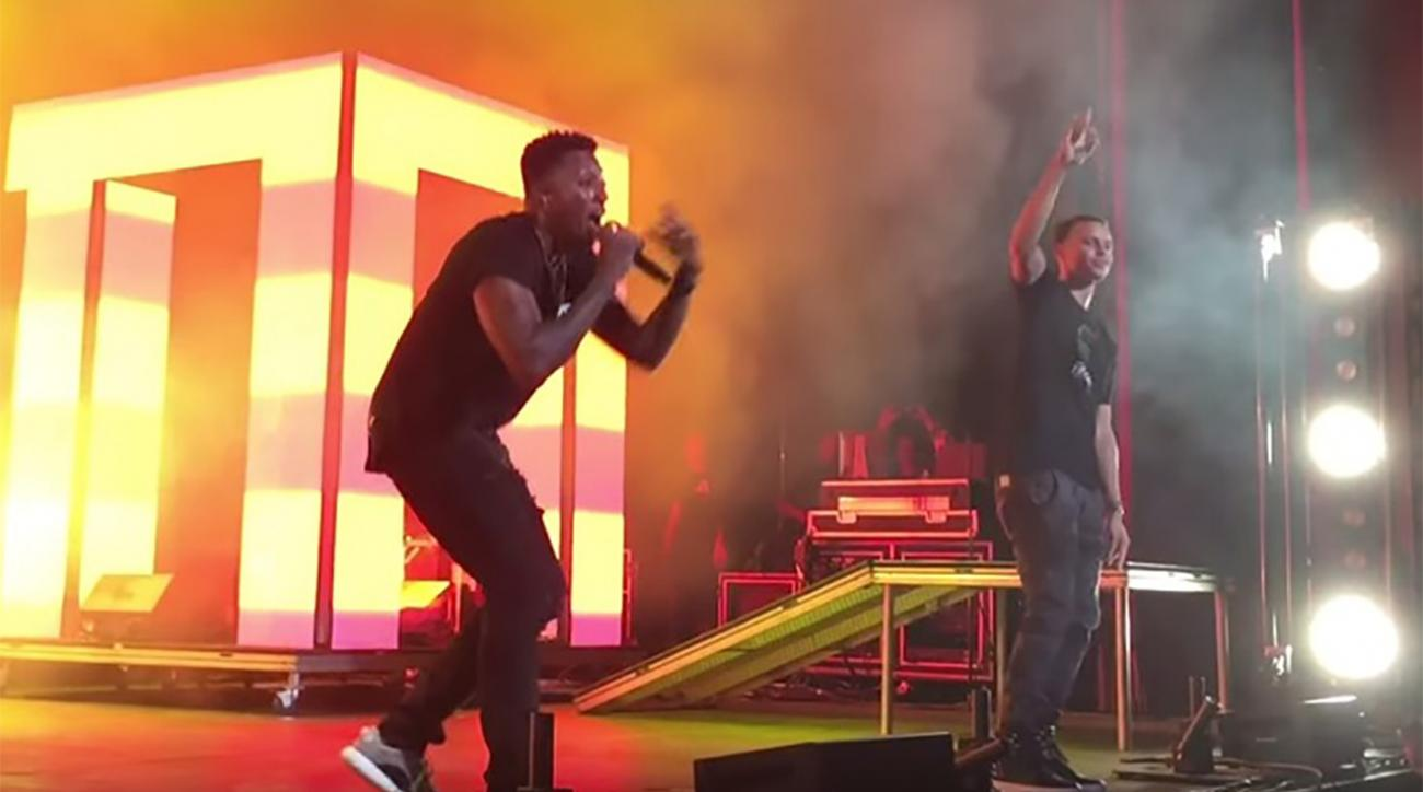 Stephen Curry dances on stage at Lecrae concert