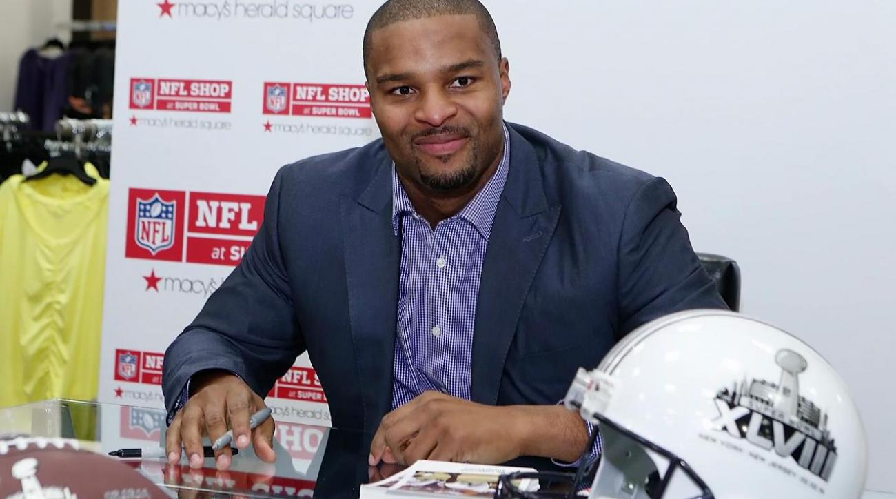 Osi UmenyioraOsi Umenyiora to sign one-day contract to retire with Giants IMAGE