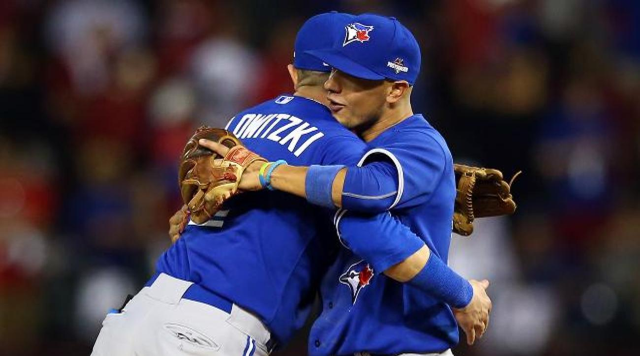 Blue Jays avoid elimination, beat Rangers 5-1