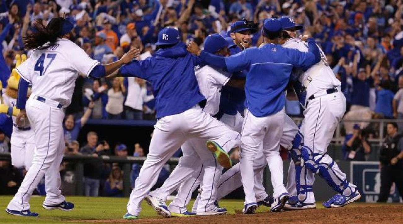 Cueto, Royals defeat Astros to clinch ALDS  IMAGE
