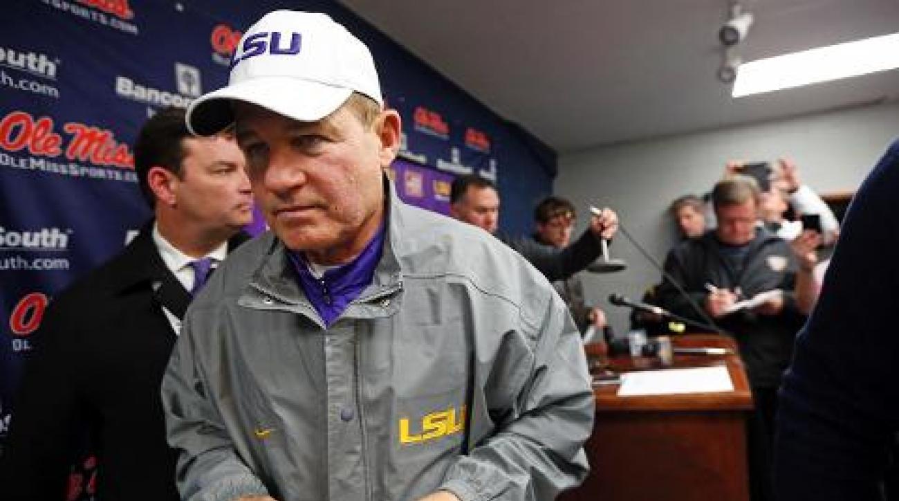 LSU coach Les Miles addresses job status at Monday press conference IMAGE