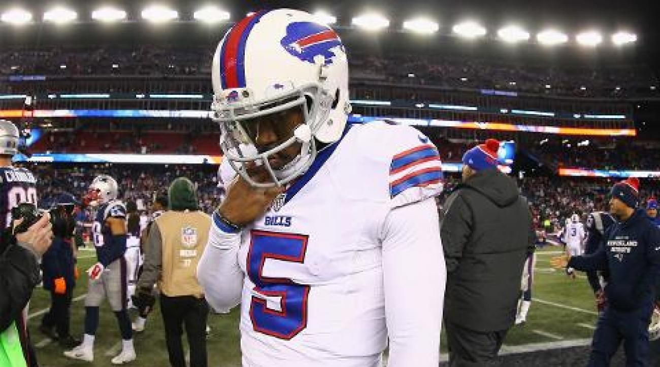 Bills QB Tyrod Taylor injures shoulder vs. Patriots