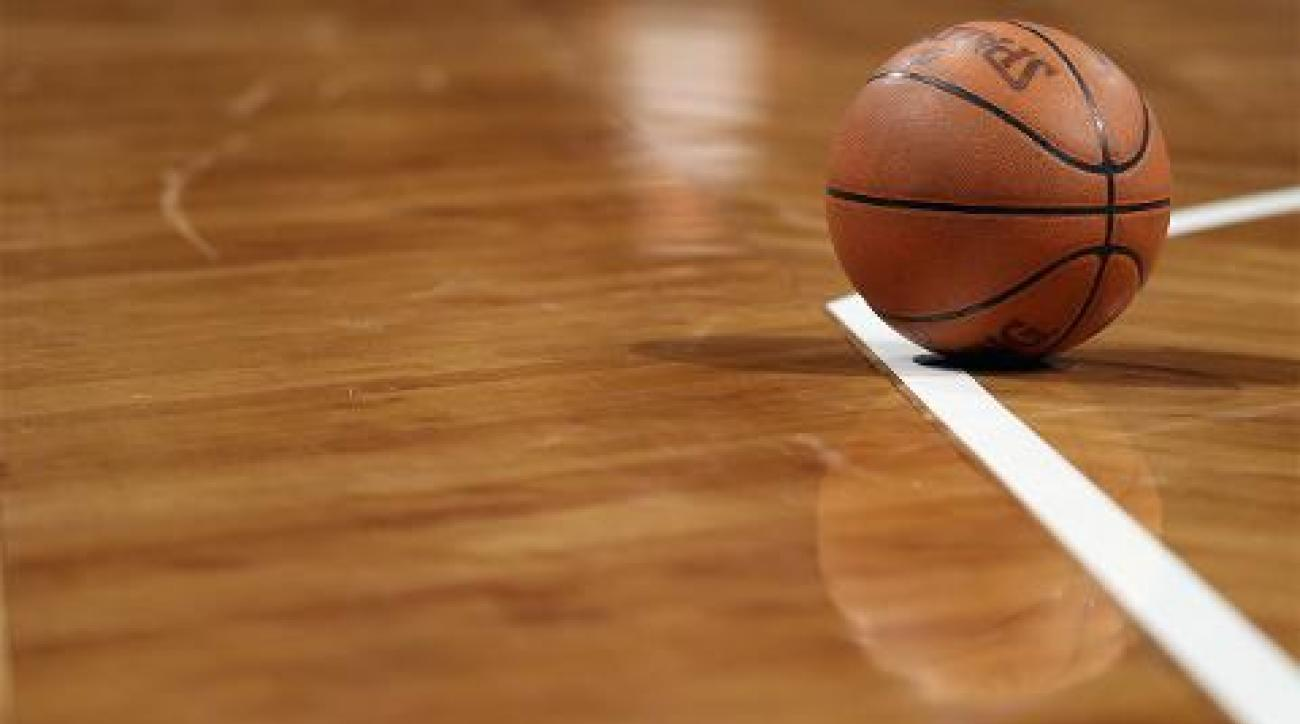 Iowa high school basketball player collapses, dies