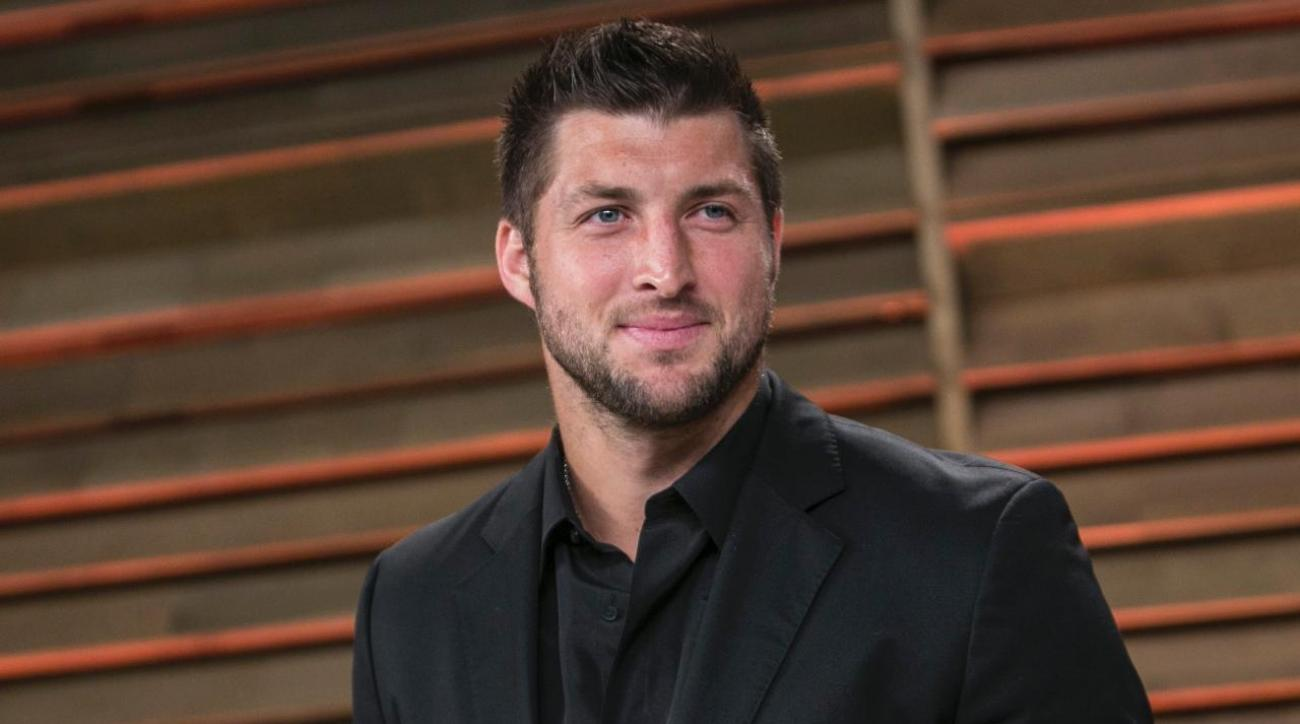 Tim Tebow works up sweat on Lip Sync Battle