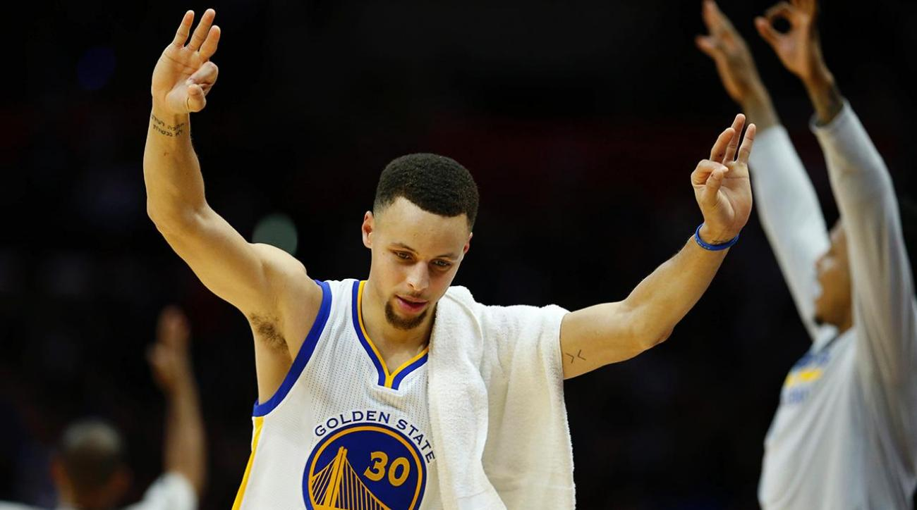 Steph Curry breaks record with three in 128th straight game