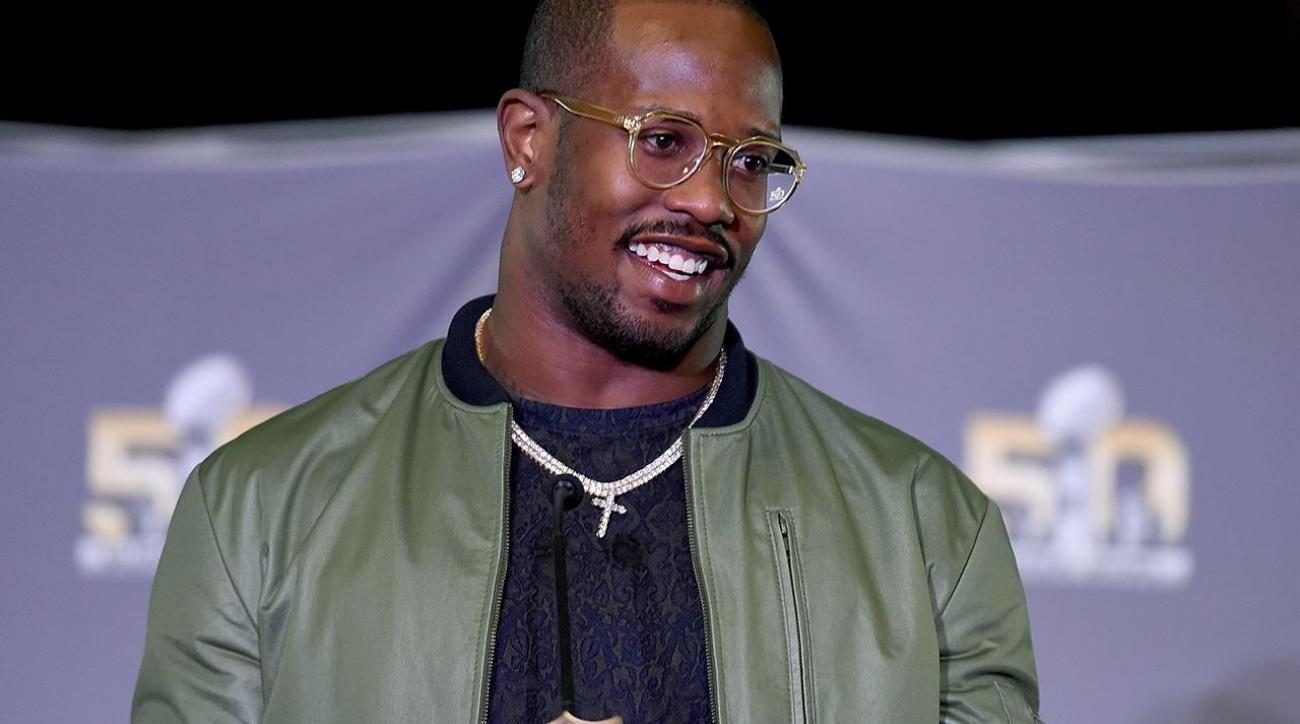 Von Miller, Antonio Brown join cast of 'Dancing With the Stars'