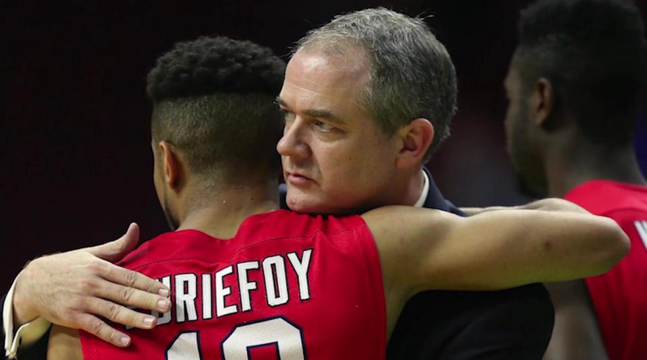 Rutgers hires Stony Brook head coach Steve Pikiell