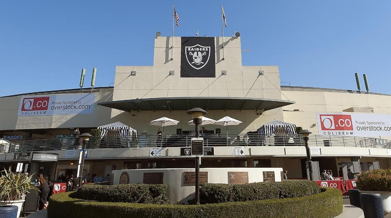 Report: Raiders owner to meet with Las Vegas officials about relocation