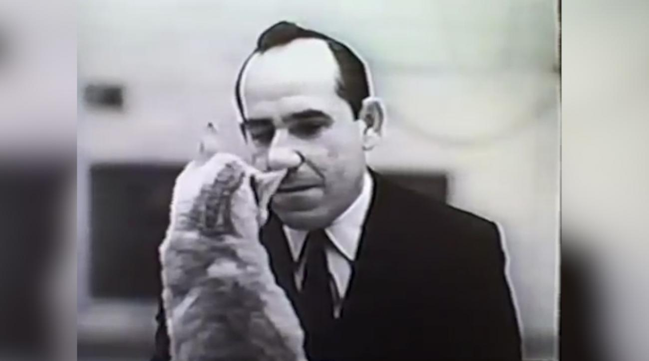 Mustard Minute TBT: Yogi Berra talks to a cat in old cat food commercial IMG