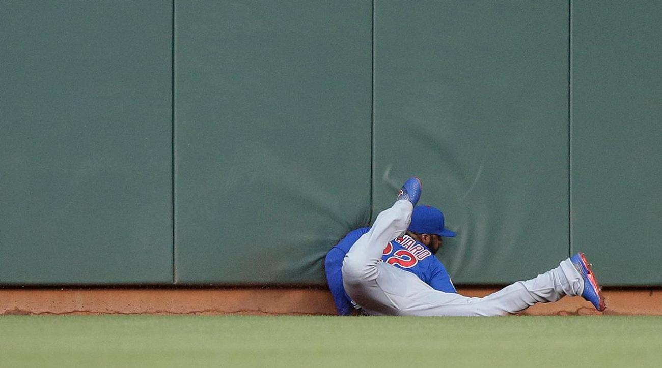 Cubs' Jason Heyward crashes into wall, leaves game