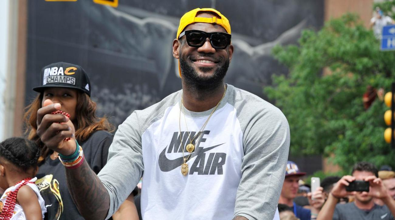 Report: LeBron James will re-sign with Cavaliers