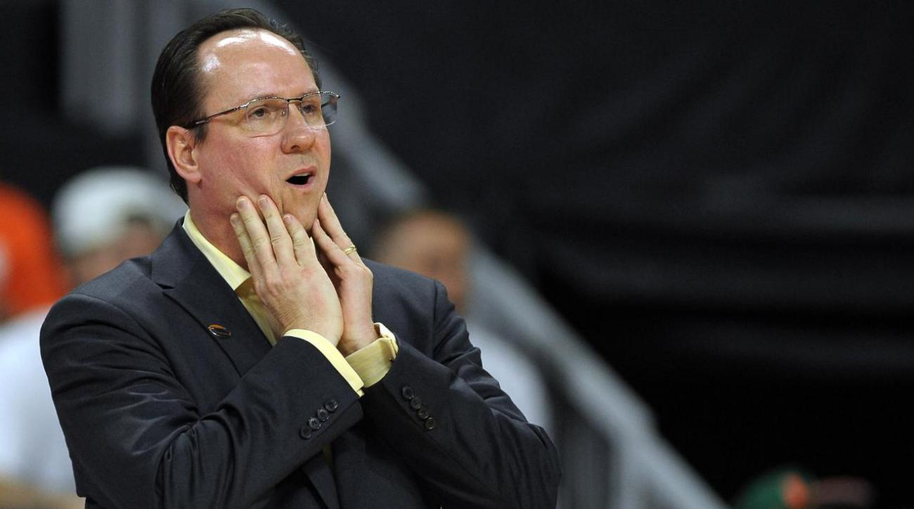 Wichita State head coach Gregg Marshall charges refs at exhibition