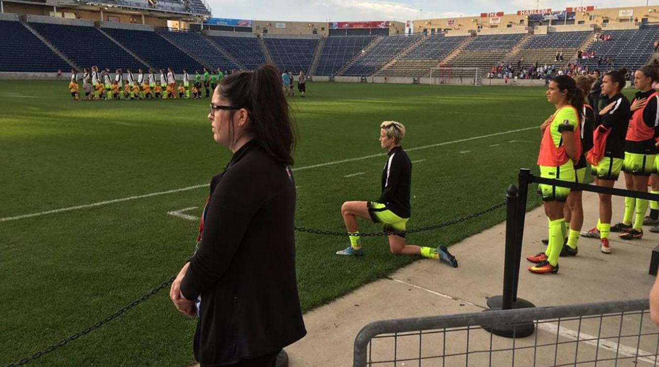 Megan Rapinoe kneels during national anthem as nod to Colin Kaepernick