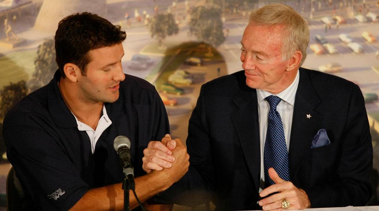 Jerry Jones will keep Tony Romo on active roster IMAGE