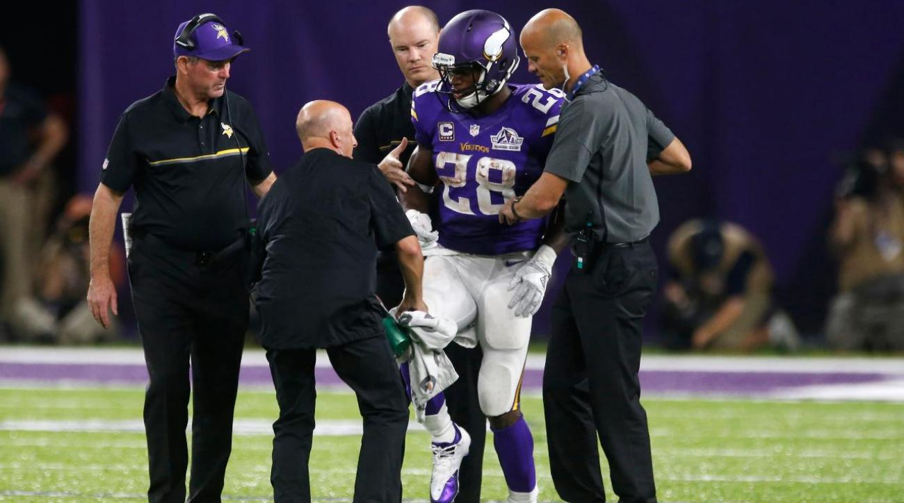 Vikings defeat Packers, lose Adrian Peterson to knee injury
