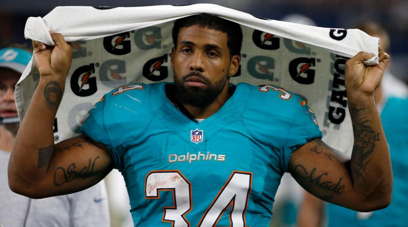 Dolphins RB Arian Foster announces retirement effective immediately