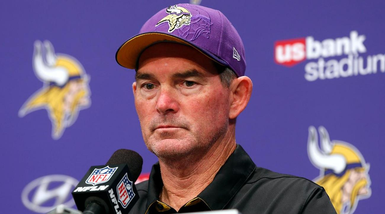 Vikings' Mike Zimmer will not coach TNF after emergency eye surgery