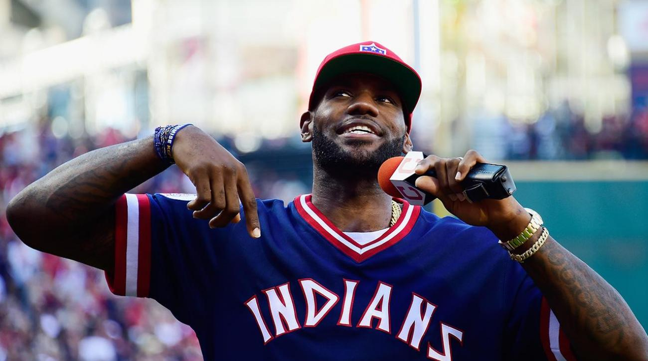 LeBron James pays up on bet with Dwyane Wade, wears Cubs uniform