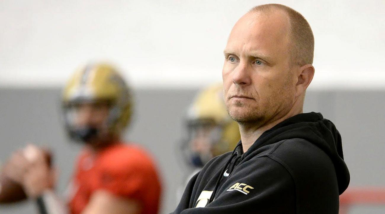LSU hires Pittsburgh's Matt Canada as offensive coordinator