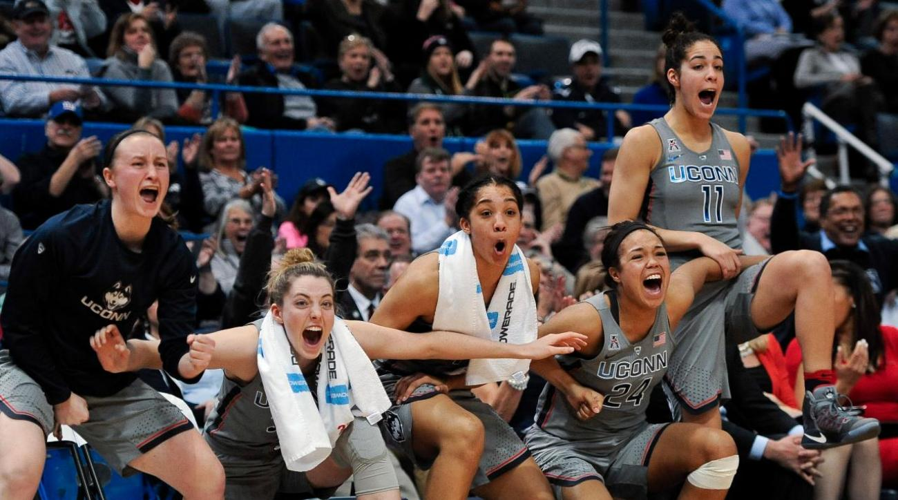 UConn women's basketball team wins 90th game in row, ties 2010 streak