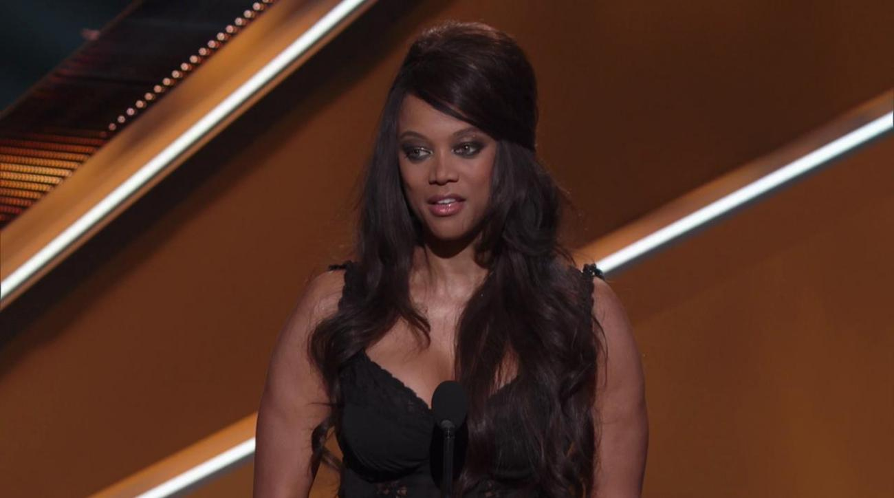 Sports illustrated swimsuit cover tyra banks