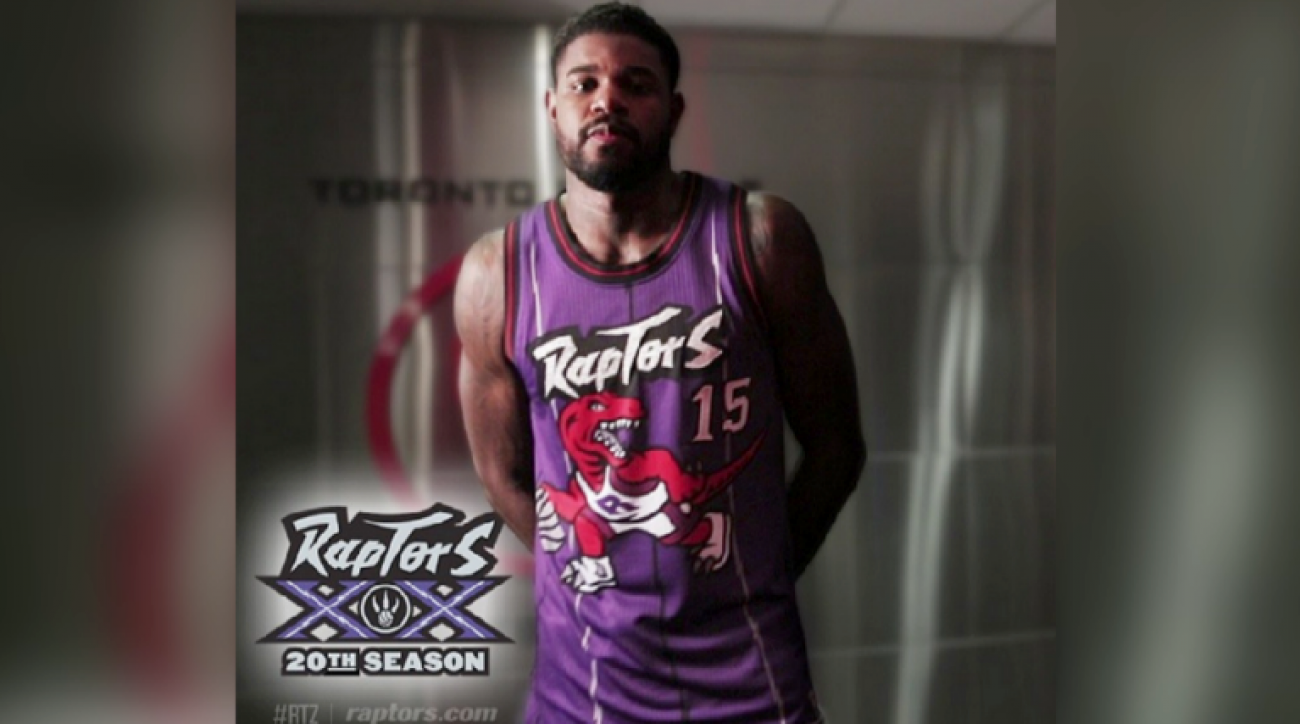 SI Now: 90's fashion returns with throwback Raptors jersey