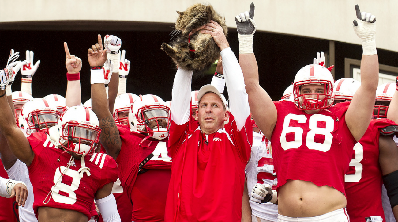 #DearAndy: Unlimited meals, faux Pelini, and the Juicy Lucy