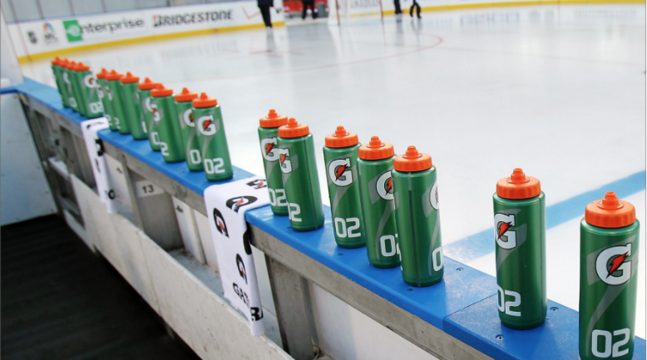 SI Now: Water bottle is weapon of choice in NHL