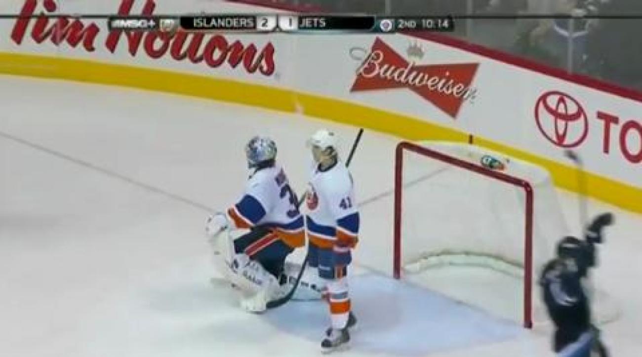 Islanders sink Jets in shootout