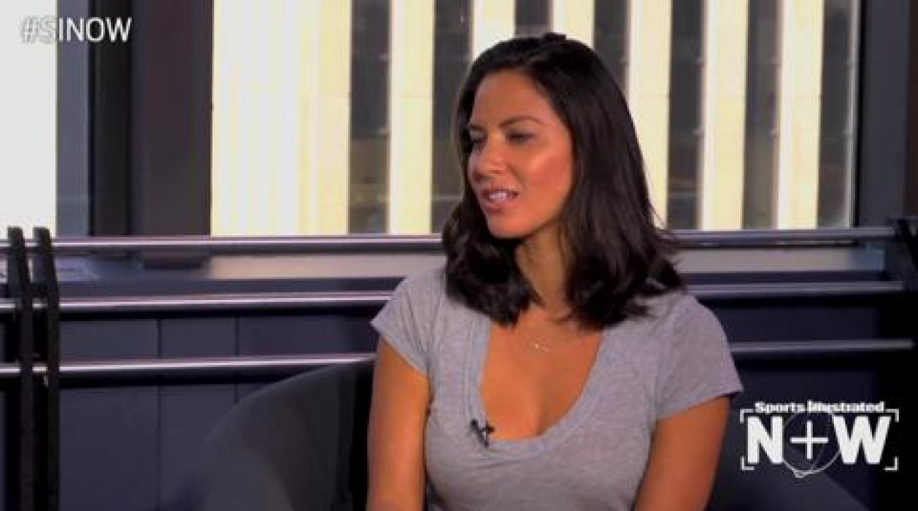 SI Now: Cowboys fan Olivia Munn on the time she had no clue she was talking to                 Jason Garrett