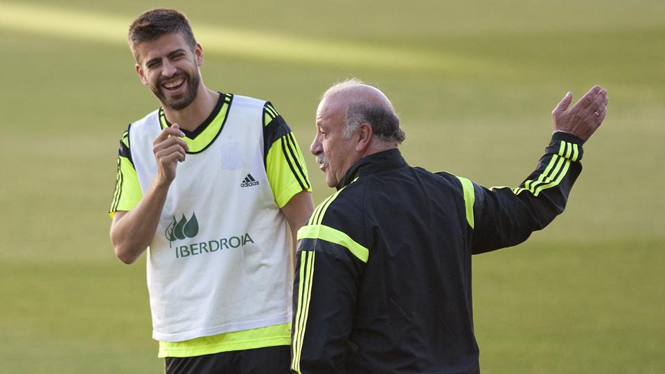 Spain center back Gerard Pique, left, is hoping to help manager Vicente del Bosque, right, and La Furia Roja to a second straight World Cup title.