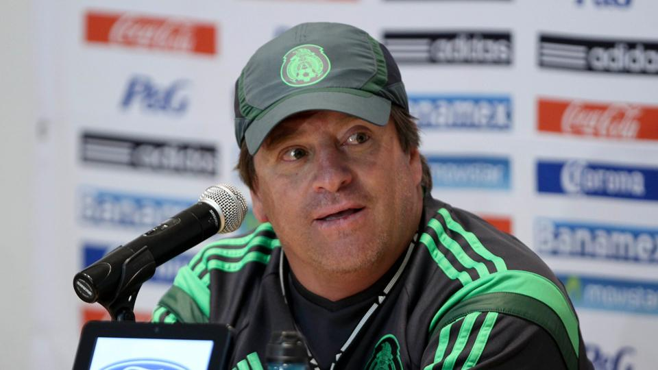 Mexico manager Miguel Herrera has announced his starting XI for Friday's World Cup opener against Cameroon.