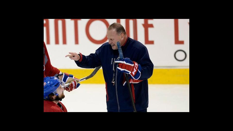 Gerard Gallant speaks with Montreal Candiens center David Desharnais during practice