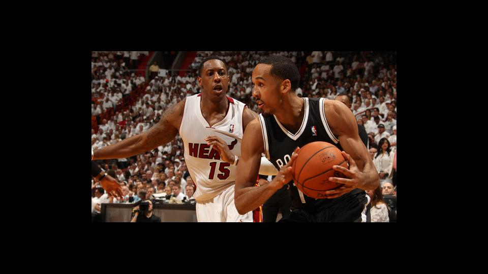 The Warriors will mark the ninth team Shaun Livingston (right) has played for in his NBA career.